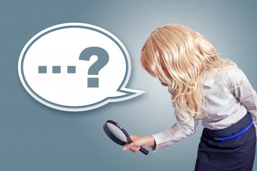 ふきだし 吹き出し 台詞 せりふ イラスト 合成 人物 女性 外国人 外人 外国人女性 外人女性 OL 虫眼鏡 ルーペ 拡大鏡 発見 見つける クエスチョンマーク 疑問符 記号 謎 ミステリー ユニーク ユーモラス ? mdff022