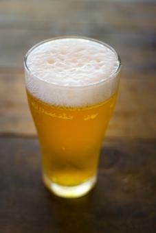 ビール びーる 麦酒 アルコール お酒 酒 さけ むぎ 麦 泡 飲み物 beer 苦味 クラフト麦酒 クラフトビール 酔う 飲み会