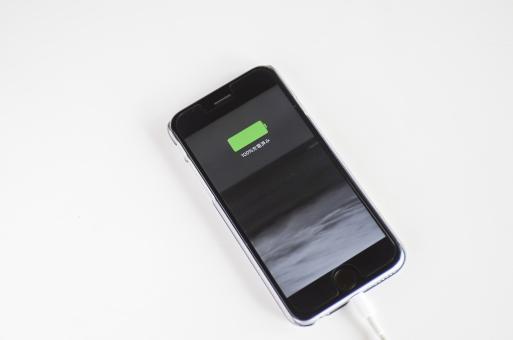 スマートフォン スマホ 充電 iphone 電気 マーク コード つなぐ ケーブル ライトニング 100% 携帯 電話 スマートフォン 白バック 画面 液晶画面 電池 バッテリー