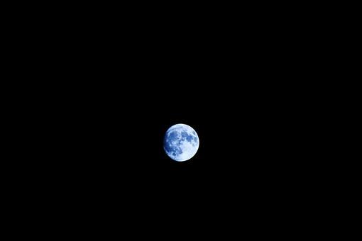 青い月の写真