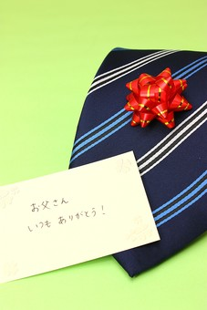 父の日 イベント プレゼント ギフト 行事   明るい    6月 六月  贈る     プレゼント  ネクタイ  メッセージ  感謝 ありがとう 手紙  リボン 緑 緑バック