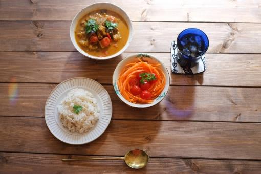 カレーライス カレー インドカレー curry カフェごはん カフェランチ サラダ カレーセット ランチ お昼ごはん cafe カフェめし ラム にんじん ラム肉 ラム肉カレー トマト とまと ニンジン 人参