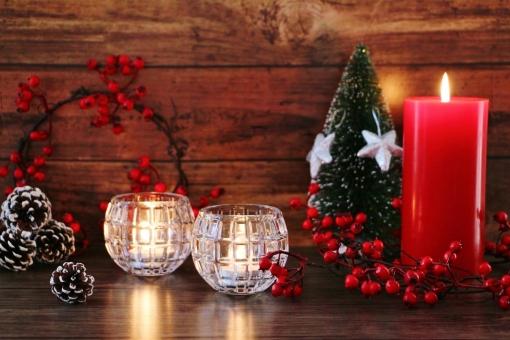テーブル インテリア 楽しい 赤 素材 背景 癒し 冬 あたたかい 光 赤色 クリスマス 灯り 静か イベント オブジェ 穏やか キャンドル ロウソク 木目 壁紙 松ぼっくり イメージ 祈り 平和 置物 星 オーナメント クリスマスオーナメント クリスマスイメージ クリスマスリース メリークリスマス テキストスペース 12月 静寂 季節感 平穏 クリスマス背景 冬のイベント 冬のイメージ クリスマス素材 クリスマスキャンドル クリスマスオブジェ 樅ノ木 赤いキャンドル 星のオーナメント