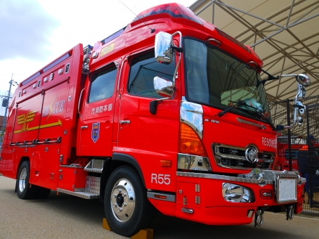 消防車 車 大型車 はたらく車 消防局 前面 赤 防災 レスキュー ハイパー消防車