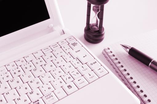 パソコン 砂時計 作業効率 効率化 改善 スピード 残り時間 納期 ラストスパート 記事原稿 ビジネス 仕事 業務 打ち合わせ ミーティング 長い時間 時間がかかる 時間を要する タイム マネジメント 時間管理 スケジュール タイムリミット 制限時間 仕事が終わらない タイムオーバー タイムイズマネー timeismoney 素材 背景