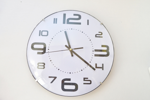 白い時計 時計 壁掛け時計 丸い時計 数字の時計 飾り 雑貨