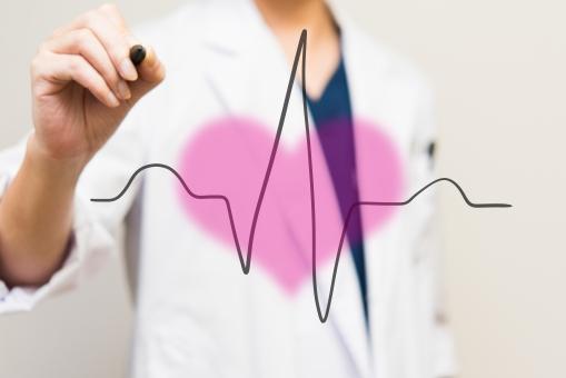 心電図 レート 血圧 診療 心拍数 ドクター 診察 医師 医療 ハート 診断 医者 病院 病気 ペン 手 白衣 男性 スクラブ 循環器 心臓 ピンク