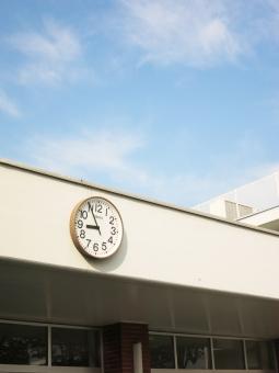 学校 スクール 時計 昇降口 生徒 学生 登校 下校 自動 児童 園 時計 空 屋上 玄関 背景