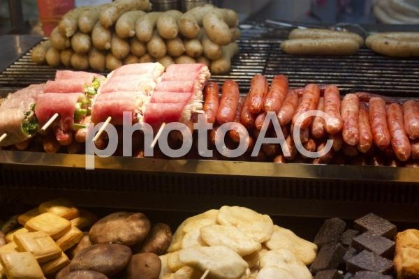 屋台の食べ物の写真