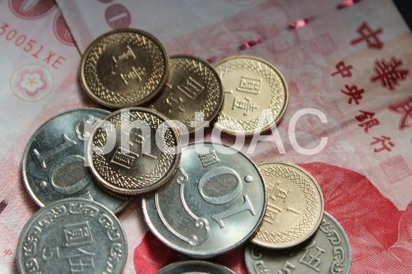 中華民国 硬貨と紙幣の写真