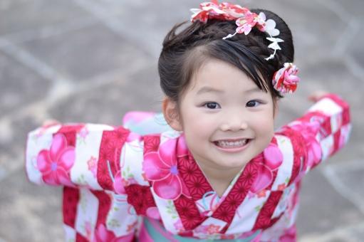 浴衣 女の子 子供 こども 子ども 笑顔 見上げる 和装 和髪 日本 日本人 夏 夏祭り 3歳 笑う mdfk023