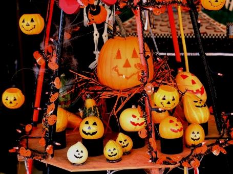 ハロウィン ハロウィン祭り ハロウィン祭 パンプキン 南瓜 かぼちゃ お菓子を貰う子供達