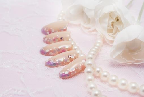 ネイル ネイルサロン 女性 爪 おしゃれ ファッション ネイルチップ ネイルストーン カラフル ゴージャス 真珠 花