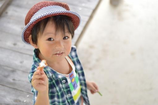 アイス 食べる 子供 こども 子ども 男の子 帽子 おやつ 秋 9月