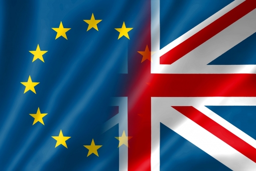 欧州旗 欧州 eu イーユー いーゆー ヨーロッパ 欧州共同体 共同体 ユーロ brexit brexit ブレグジット ユーロ危機 eu解体 解体 星 コミュニティ たなびく 揺れる 翻す シンボル フリー フリー素材 象徴 布 背景素材 外国 海外 難民問題 難民 イギリス離脱 離脱問題 離脱 国境 ノーボーダー 危機 友好 平和 テロ 戦争 イギリス ユニオンジャック 国旗 イングランド スコットランド アイルランド ウェールズ イギリス連邦 英国 ユニオンフラッグ フラッグ グレートブリテン 北アイルランド 旗 はためく しわ シワ 北アイルランド連合王国 世界 画像素材 イメージ素材 写真 画像 壁紙 背景 行政 政治 国 ニュース 社会 社会情勢 コラム ブログ 新聞 メディア テレビ tv 番組 動画 ムービー ネット 印刷 web サムネイル サムネイル画像 イメージ画像 イメージ写真 イメージ 素材 写真素材 ビジネス kkki23