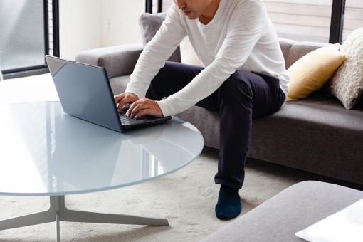 男性 ビジネス 仕事 ノートパソコン パソコン おしゃれ 自宅 テレワーク リモートワーク