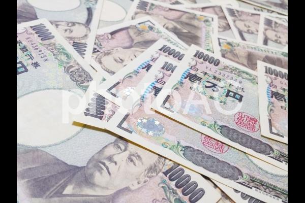 大量の現金 一万円札の背景の写真