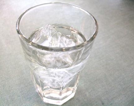 水 water aqua ウォーター アクア 飲料水 ミネラルウォーター 飲料 飲み物 液体 H2O 水道水 飲み水 おひや お冷 氷 ice コップ グラス ガラス 器 透明 おいしい 冷たい うまい きれい 潤い 飲む 環境 飲食店