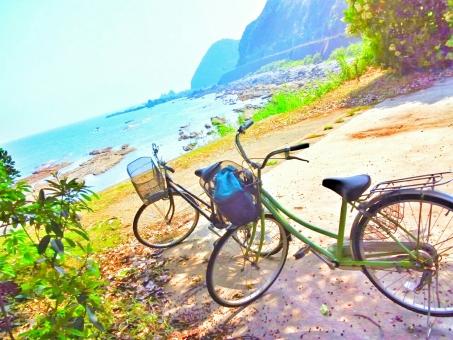 海 うみ ビーチ 海辺 快晴 晴れ 晴天 青空 青い 空 そら スカイ スカイブルー 水色 みずいろ 太陽 ひかり 光 キラキラ 木漏れ日 緑 みどり グリーン 草 木 山 やま 自然 しぜん 風景 景色 田舎 癒し リフレッシュ さわやか 爽やか 爽快 気持ちいい サイクリング 自転車 チャリ 散歩 休日 休み ゆっくり 気分転換 ハッピー 楽しい たのしい エンジョイ 風 春 スプリング 夏 サマー 四国 高知 南国