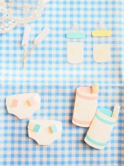 赤ちゃん ベビー 育児 オムツ 子育て おむつ お尻ふき ミルク 哺乳瓶 ベビー用品 ブラシ 青 ギンガムチェック レース おしりふき 哺乳ビン 紙 クラフト