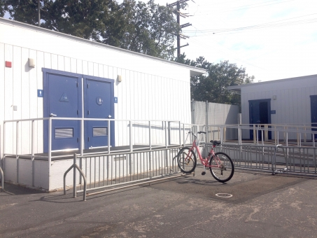 プレハブ トイレ アメリカン 男 女 便所 厠 自転車 屋外 外 スロープ アメリカ 北米 米国