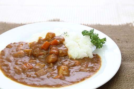 カレー カレーライス ビーフカレー 洋食 ご飯 肉 カレールー 食べ物 野菜 料理 皿 人参 玉葱 プレート じゃが芋 ジャガイモ 馬鈴薯 白米 ライス 米 エスニック料理 スパイス 軽食 煮込み 辛い パセリ