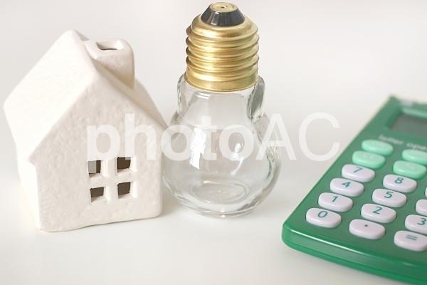 電球と家の写真