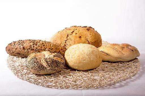 パン 白バック 白背景 食べ物 手作り パン屋 フランスパン バゲット ブレッド 焼きたて ベーカリー バケット ホームベーカリー バラエティー ハードブレッド 食品 食材 洋食 食事 小麦製品 穀物 穀類 炭水化物 エネルギー 糖質 セサミ