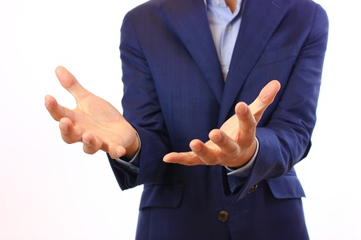 人物 指 手 腕 手元 手のひら 上向き 受け取る 差し出す 差し伸べる 持つ 救う 救済 すくう 乗せる 積み重ね 曲がった 柔らかい 優しい 包む 包み込む 要点 ポイント 解説 説得 力説 プレゼンテーション 両手 身振り 手振り ジェスチャー 背広 ジャケット 教師 先生 講師 白背景 背景無地 スタジオ撮影