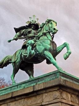 楠公象 楠正成 南北朝 南朝 武将 大名 青銅 銅像 皇居前 甲冑 馬 刀 風景