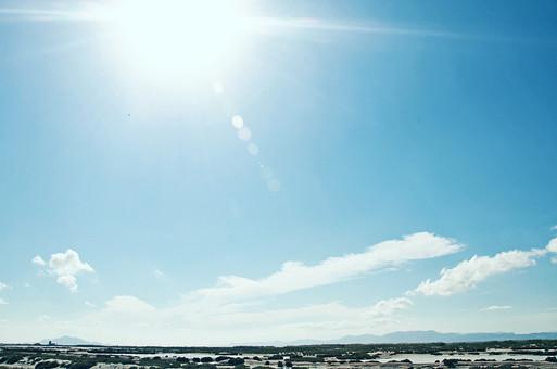 スペイン 外国 海外 ヨーロッパ 欧州 外国風景 海外風景 自然 空 雲 青空 晴天 晴れ 景色 風景 影 大地 土 エネルギー 地層 乾燥 植物 砂 石 海 太陽 地平線 山