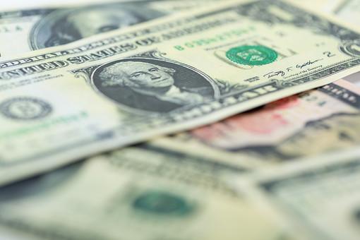 お金 マネー 現金 紙幣 貨幣  通貨 外貨 外国 海外 金融  経済 ビジネス 価値 報酬 収入  貯金 貯蓄 両替 アメリカドル 米ドル ドル紙幣 ドル アメリカ アップ 素材 複数