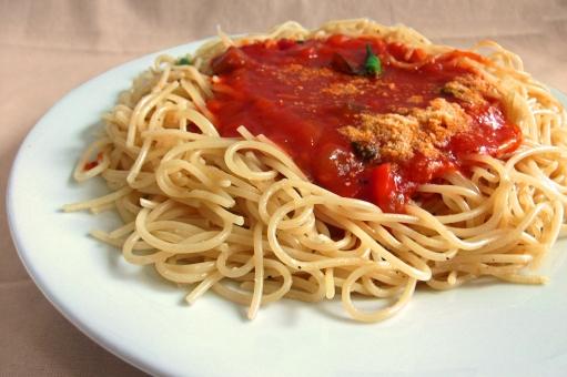 パスタ pasta スパゲティー スパゲッティ 麺 麺類 めん類 トマトソース 夏野菜 洋食 西洋料理 イタリア料理 イタリアン イタ飯 食べ物 食品 食材 料理 調理 グルメ gourmet 食事 食卓 食事の風景 食卓の風景 食料品 食糧 食料 加工食品 風景