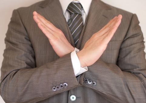 ビジネスマン ビジネス サラリーマン オフィス スーツ 男性 会社員 ダメ 禁止 無理 お断り 法令遵守 不可能 コンプライアンス 任務 不合格 不採用 面接 就職活動 就活 就職 カンパニー 嫌い 拒否 否定 バツ NG ネクタイ オーダースーツ 違反