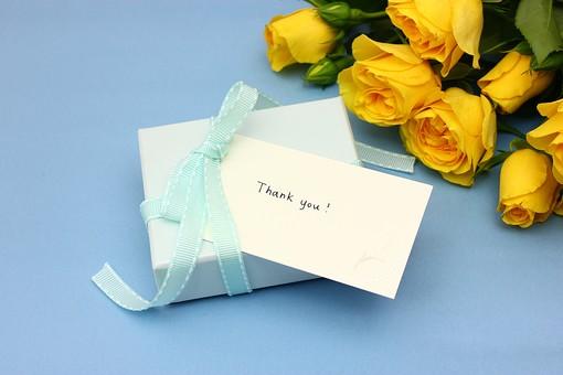 父の日 イベント プレゼント ギフト 行事  花 フラワー 生花 バラ ばら 薔薇 明るい さわやか 爽やか  花束 黄色 青色 水色 6月 六月 感謝 贈る 青バック リボン ありがとう THANK YOU thank you カード メッセージ メッセージカード 箱
