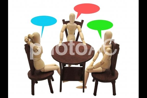 席で話すの写真