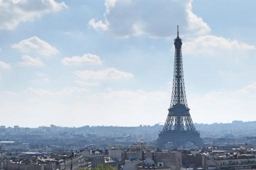 パリ フランス ヨーロッパ 海外 外国 街並み 都会 遠景 エッフェル エッフェル塔 青空 夏 おしゃれ きれい パリジェンヌ 旅立ち デザイン 旅行 一人旅