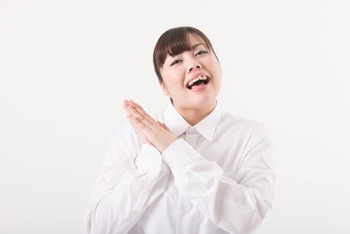 日本人  女性 一名 一人 1人 ぽっちゃり 肥満 ダイエット 痩せる 痩せたい 目標 ビフォー アフター 太っている 太り気味 メタボ メタボリックシンドローム 脂肪 体系 ボディー 白バック 白背景 シャツ 安心 嬉しい お願い 良かった ほっとする 手を合わせる 手を顔の横に添える 口を開ける 笑顔 mdjf020