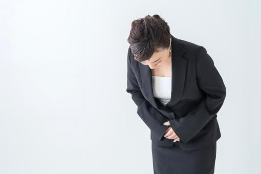 【切抜PSD】お辞儀する女性の写真
