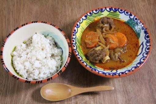 ラム肉 羊肉 玉ねぎ カレー スパイス 料理 家庭料理 煮込み料理 ガラムマサラ スパイス料理 インド料理 アジア料理 食事 ごはん 麦ごはん 家カレー おうちカレー