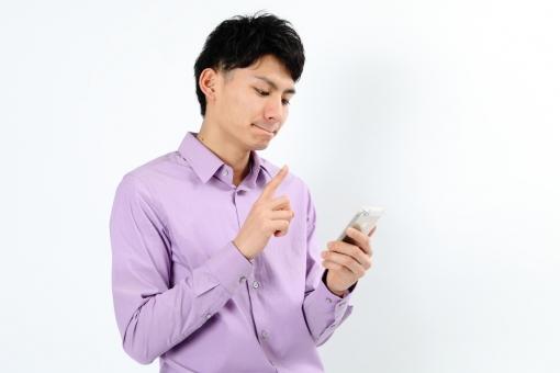 人物 生物 人間 男性 若い 青年 アジア アジア人 日本 日本人 ポーズ モデル カジュアル ラフ バストアップ 上半身 電話 携帯電話 スマートフォン アップル iPhone テクノロジー 技術 IT 通信 端末 タッチ mdjm002