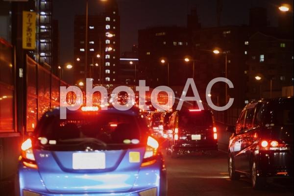 夜の交通渋滞の写真