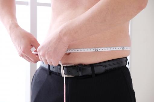 肥満 男性 メタボ ダイエット デブ お腹 腹 脂肪 体脂肪 皮下脂肪 健康管理 成人病 肥満体 メタボリック 中年太り 内臓脂肪 ボディパーツ 健康診断 中年 人物 一人 生活習慣 医療 贅肉 ウエスト 測る フィットネス エクササイズ 裸 減量 おなか ビール腹 ぷっくり メジャー 巻尺 瘦せ型 やせ