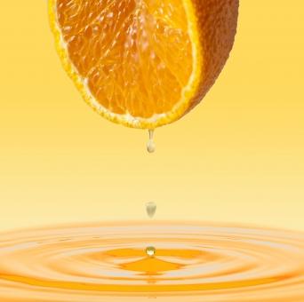 デコポンの果汁が落ちる瞬間と波紋--2の写真