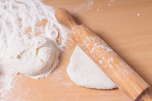 パン 小麦 コムギ 小麦粉 朝食 手作り パン作り 料理 お料理 料理教室 ブレッド 調理 レシピ 食材 食料 パン屋 主食 発酵 行程 こねる 丸める まな板 めんぼう 麺棒 家庭科 授業