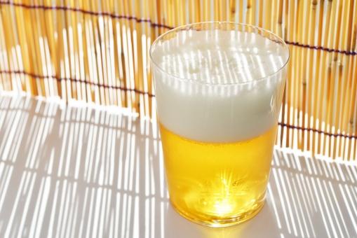 ビール びーる 麦酒 beer お酒 飲み物 生ビール ビール 夏 8月 麦芽 あわ 泡 背景 フリー素材 フリー画像 うまいビール 壁紙