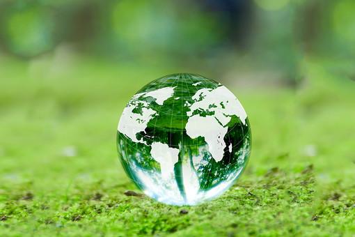 地球 地球儀 エコ エコロジー 環境 自然 環境問題 世界 グローバル ワールド world 社会 社会問題 国際 国際社会 日本 ガラス 球 球体 透明感 透明 緑色 草 植物 自然保護 森林破壊