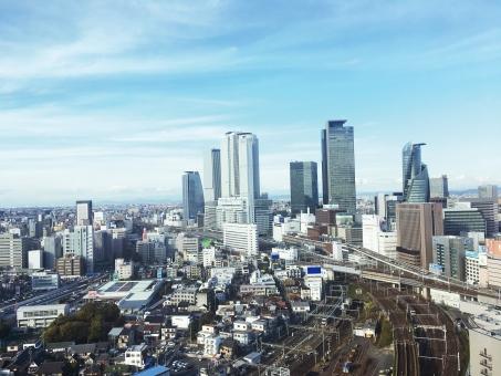 名古屋駅のビル群の写真