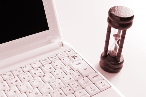 パソコン PC CP コンピュータ オンライン インターネット ビジネス 砂時計 時間制限 時間厳守 スピード 残り時間 タイムリミット 納期 残業 終わらない 時間がない タイムロス 時間設定 制限時間 背景素材 blog BLOG Blog素材 作業スピード トレード 投資 取引時間 レスポンス 対応速度