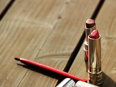 コスメ リップ 口紅 リップクリーム ルージュ メイク メイクアップ 化粧 化粧品 美容 赤 赤い コピースペース 背景 バックグラウンド